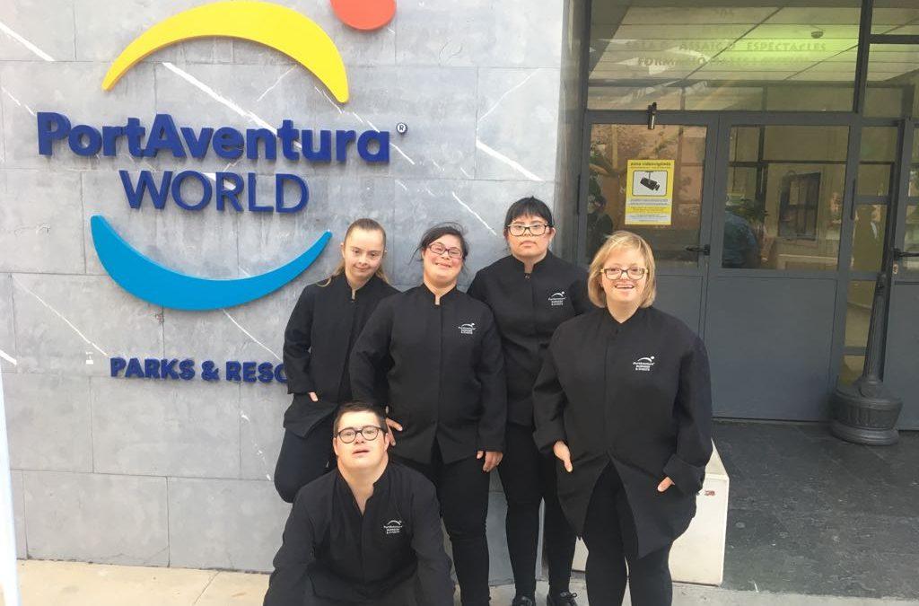"""5 jóvenes del proyecto """"Agafa't"""" ocupan vacantes laborales en la cena solidaria de la Fundación Port Aventura"""